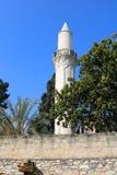 Minaret av den Grans mosk?n, Djami Kebir, som den kallas, i Larnaca, Cypern royaltyfri bild