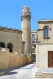 Minaret av den Juma moskén i Baku, Azerbajdzjan Arkivbild