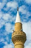 Minaret av den turkiska moskén Arkivbilder