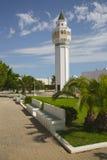 Minaret av moskén Cheikh Saleh Kamel som placeras i Les Berges du Gummilacka, Tunisien Arkivbild