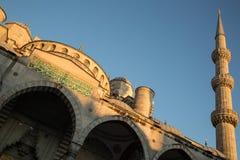 Minaret bleu de mosquée images libres de droits