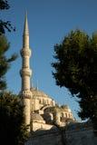 Minaret bleu de mosquée photographie stock libre de droits