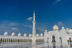 Minaret dans la mosquée grande Sheikh Al Zayed en Abu Dhabi Image stock