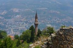 Minaret in de achtergronddaken centrale Alanya royalty-vrije stock afbeeldingen