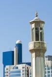 Minaret et architecture moderne, Abu Dhabi Photos libres de droits