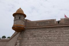 Minaret i århundradefästningen för th 18 i Callao, Peru arkivfoto