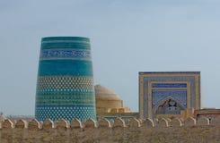 Minaret i den forntida staden av Khiva, Uzbekistan Royaltyfri Fotografi