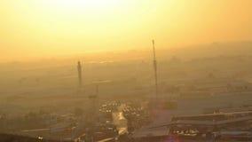 Minaret in jeddahstad bij de tijdspanneclose-up van de zonsondergangtijd stock video
