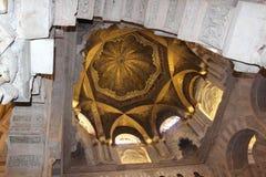 Minaret Mihrab Den stora berömda inre för moské eller Mezquita i Cordoba, Spanien arkivbilder