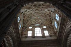 Minaret Mihrab Den stora berömda inre för moské eller Mezquita i Cordoba, Spanien royaltyfri fotografi