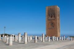 Minaret och det oavslutade tornet av moskén Hassan rabat morocco Royaltyfri Bild