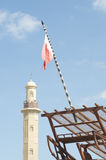 Minaret och flagga Royaltyfria Bilder