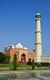 Minaret och moské i Taj Mahal, Indien Royaltyfri Fotografi
