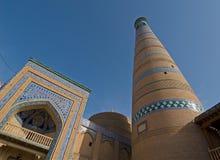 Minaret in oude stad van Khiva, Oezbekistan Stock Afbeeldingen