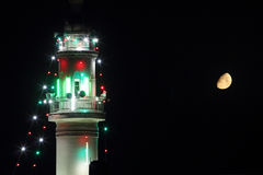 Minaret stary meczet z księżyc w Ramadan Zdjęcie Royalty Free