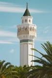 Minarete da mesquita Cheikh Saleh Kamel situado em Les Berges du Laca, Tunísia fotos de stock royalty free