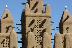 Minarete de um mosk feito da lama em Mali Foto de Stock