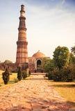 Minarete do tijolo da torre de Qutub Minar na Índia de Deli Fotos de Stock Royalty Free