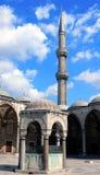 Minarete e templo islâmico Fotos de Stock