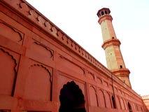Minarete lateral da mesquita de Badshahi Foto de Stock