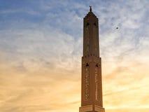 Minareto della moschea durante il tramonto fotografia stock