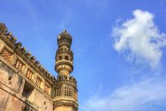 Minareto nella fortificazione di Golkonda immagini stock