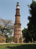 Minareto Qutb Minar del mattone Fotografia Stock Libera da Diritti