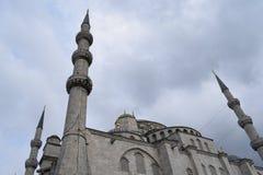 Minarets et ciel de mosquée photo stock