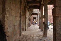 Minarett Qutub Minar in Delhi, Indien lizenzfreie stockfotografie