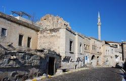 Minarett und die Straße der alten nahöstlichen Stadt Stockbild