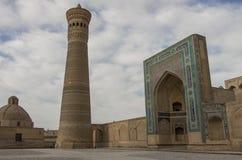 Minarett und Moschee Kalon stockbilder
