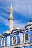 Minarett von Moschee Fatih Camiis (Esrefpasa) in Izmir, die Türkei Stockfotos