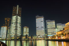 Minatomirai 21 περιοχή στο λυκόφως σε Yokohama, Ιαπωνία στοκ φωτογραφίες