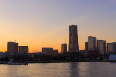 Minatomirai 21 gebied bij schemer in Yokohama, Japan Stock Afbeelding