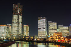 Minatomirai 21 gebied in de schemering in Yokohama, Japan Royalty-vrije Stock Afbeeldingen