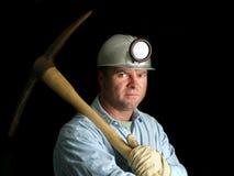 Minatore delle miniere di carbone con il piccone - nello scuro Fotografia Stock Libera da Diritti