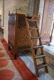 Minbar de madera, púlpito del sermón de los tiempos del otomano Imagenes de archivo