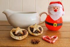 Mince pie e crema casalinghi tradizionali Fotografia Stock