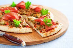Minced chicken and vegetables pizza Stock Photography