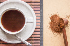 Minced coffee beans and coffee Royalty Free Stock Photos