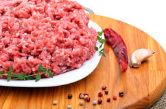 Minced meat with pepper, thyme and garlic on cutting board isola Stock Photos