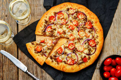 Minced meat tomato red onion pizza Royalty Free Stock Photography