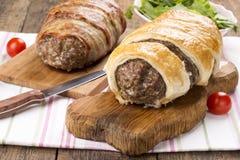 Minced meatloaf zawijający w ptysiowym cieście fotografia royalty free