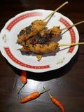 Minced wołowiny satay zawijający z tartym koksem Indonezyjski jedzenie zdjęcie stock