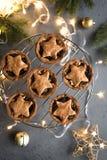 Minces pies pour Noël photos stock