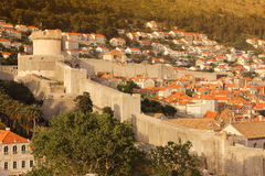 Minceta torn- och stadsväggar dubrovnik croatia Arkivbilder