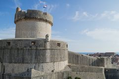 Minceta wierza, Stary miasteczko i morze w Dubrovnik, Chorwacja Zdjęcie Royalty Free