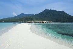 Mindanao blanco de la isla del camiguin de la playa Imagen de archivo libre de regalías