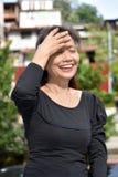 Minderheid het Vrouwelijke Hogere Lachen stock foto's