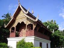 Mindre korridoren Wat Chedi Luang i Chiang Mai Royaltyfria Bilder